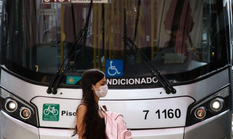 Máscaras nos ônibus é obrigatório para passageiros