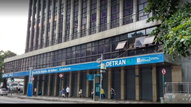 Detran-RJ reabre para retirada de CNH