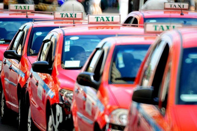 Taxistas são notificados por falta de higienização