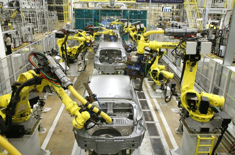 Ford, Toyota e Nissan retomam produção de veículos