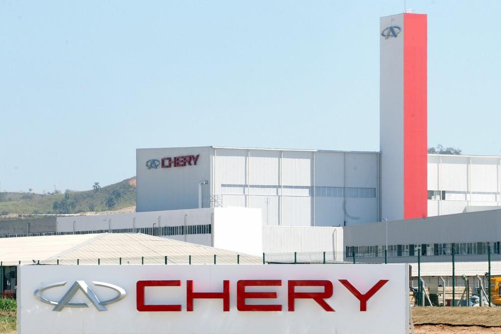 Funcionários da Chery votam redução de salário