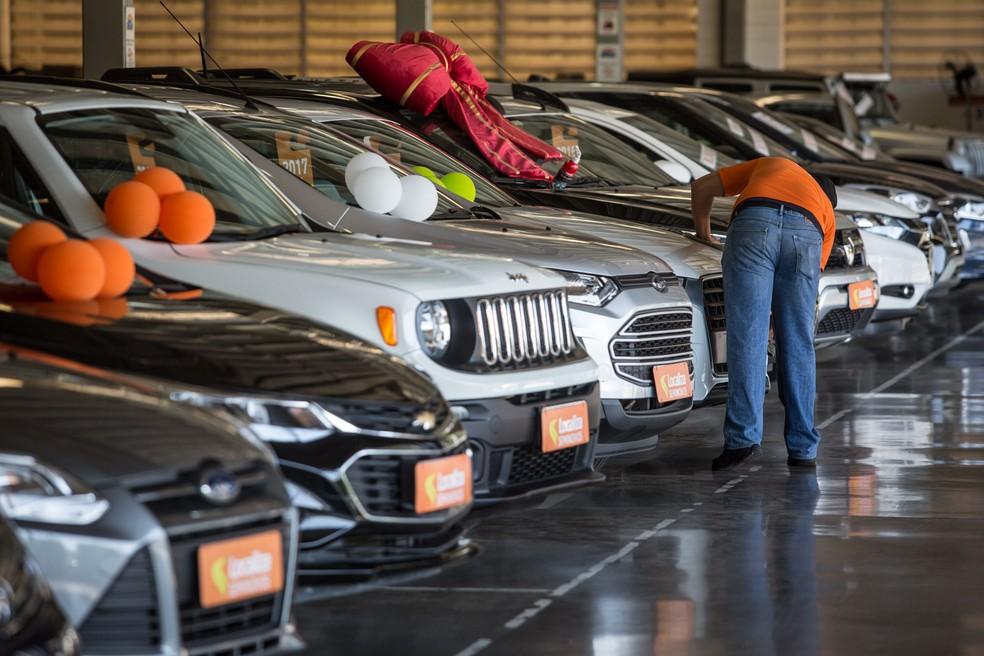 Financiamentos de veículos novos e usados caem