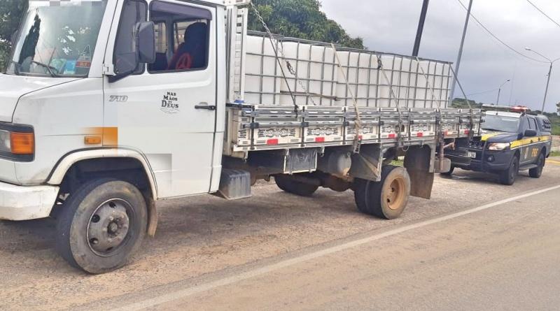 PRF flagra adolescente de 13 anos dirigindo caminhão
