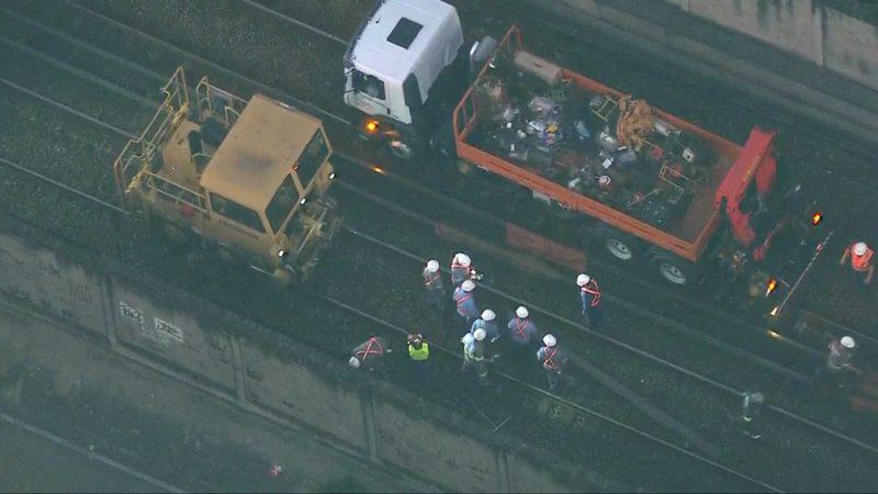 Descarrilamento interrompe circulação do metrô no Rio