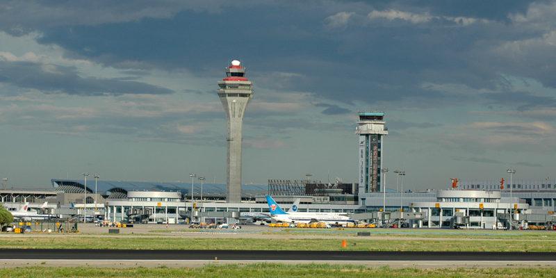 Aeroportos de Pequim cancelam mais de mil voos