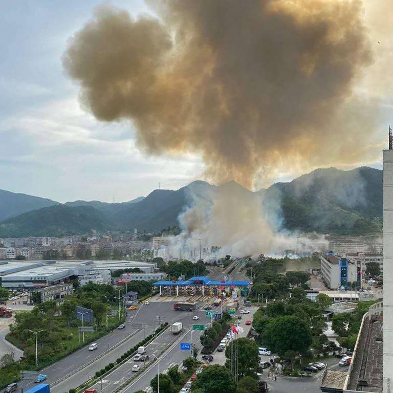 Explosão de caminhão deixa mortos e feridos na China