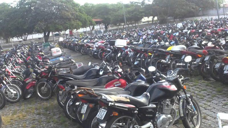 Governador veta projeto que proibi apreensão de carros