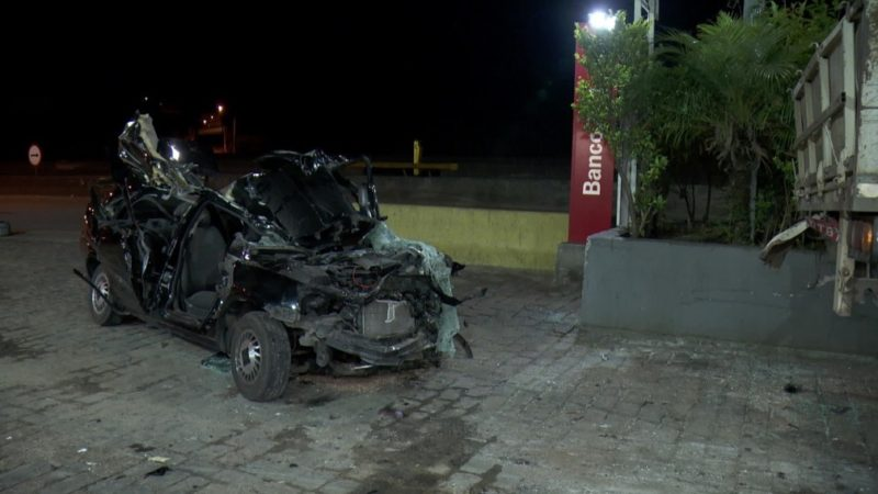 Mecânico pega carro de oficina e passageiro morre