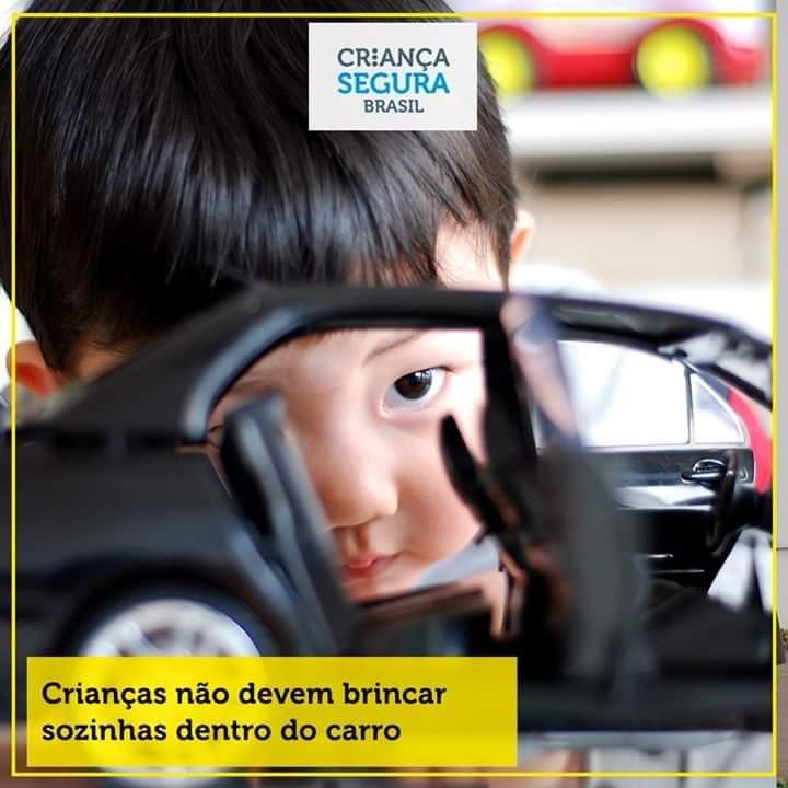 Crianças não devem brincar sozinhas no carro